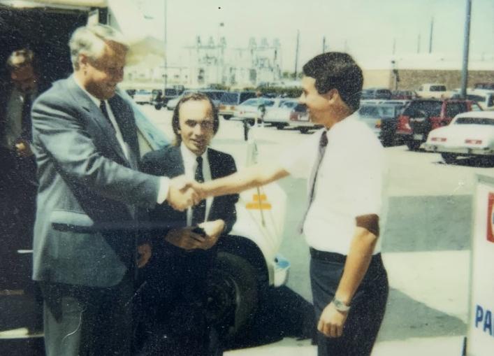 Paul-Yirga-Greeting-Boris-Yeltsin-1.jpg