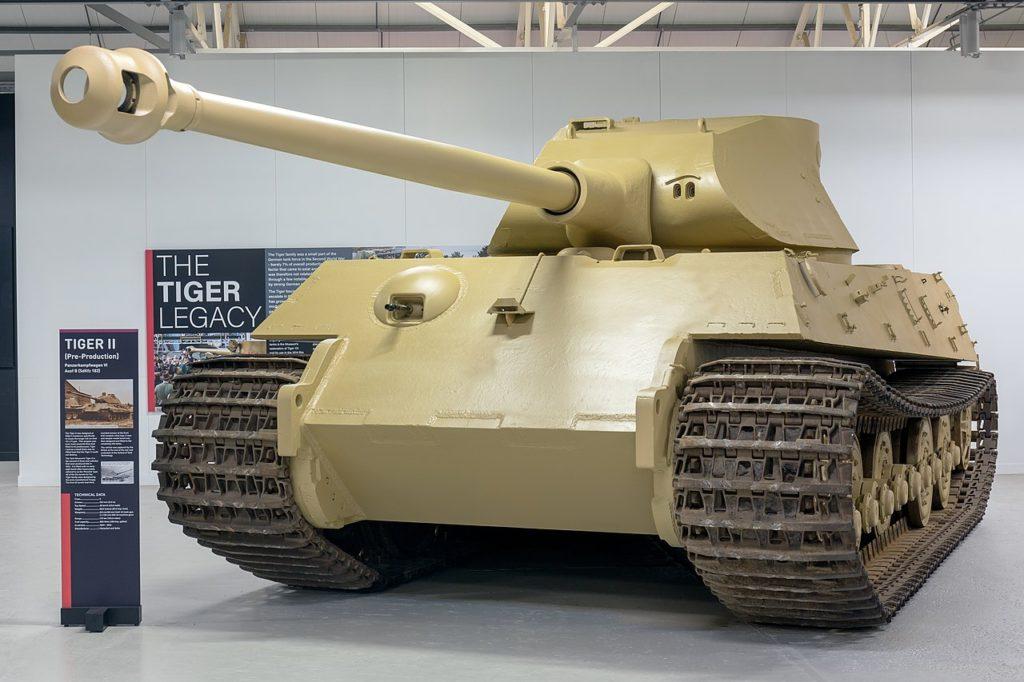 1280px-Panzerkampfwagen_VI_Ausfuhrung_B_Tiger_II_pre-production_front-left2_2017_Bovington-1024x682.jpg